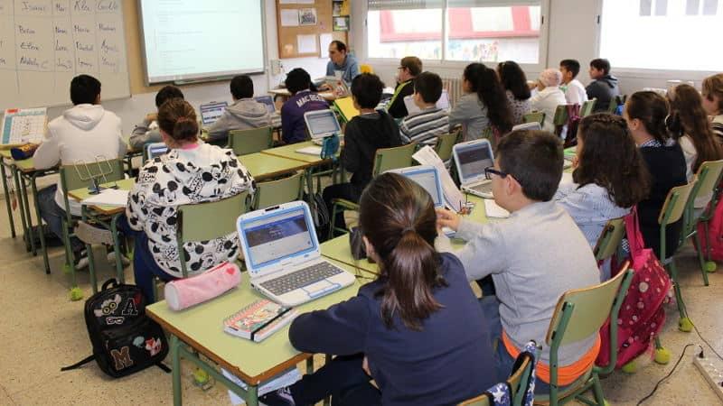 menores internet en clase