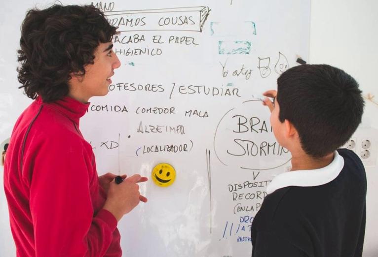 innovacion niños brainstorming