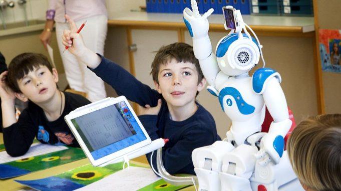 4 Aplicaciones Reales de la Inteligencia Artificial en la Educación