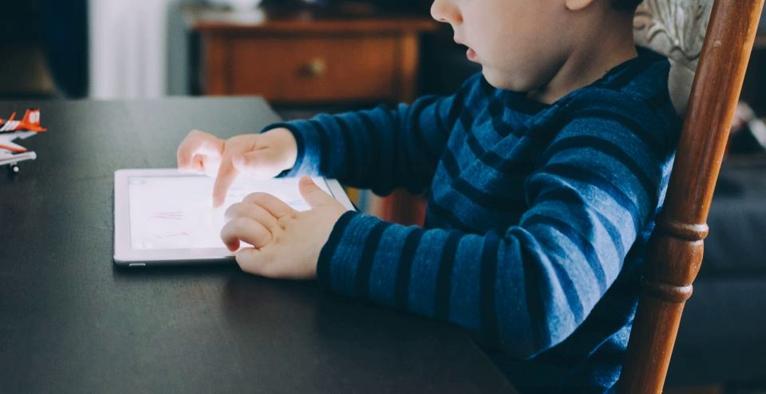 ipad niño redes sociales