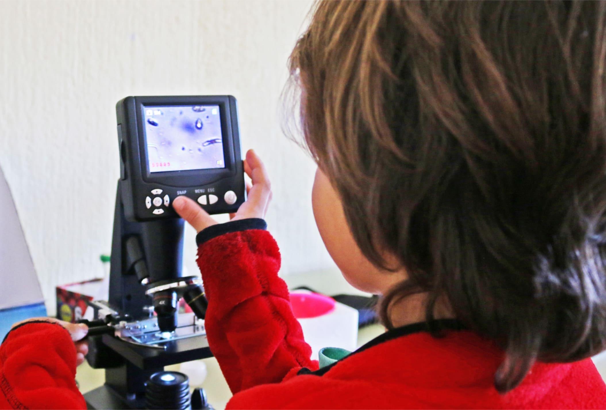 extraescolar-biomakers1-microscopio