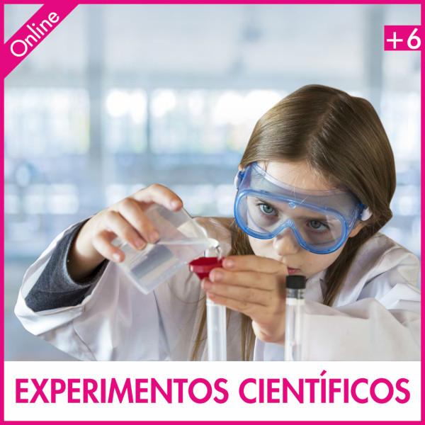 niña experimentando con la ciencia