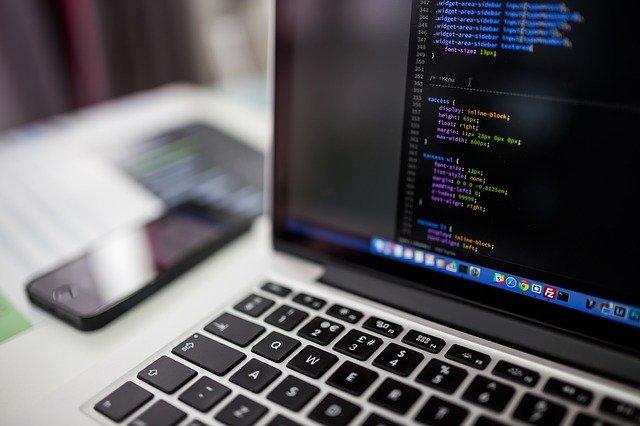 Ordenador con código de programacion